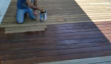 ηρακλής_στρατής_επισκευή_ξύλινου_πατώματος_εξωτερικού_χώρου_deck -λάδωμα